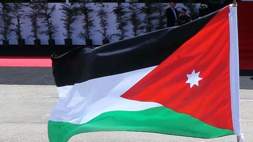 Photo of مسيرة شعبية غاضبة وسط العاصمة الأردنية تطالب بإسقاط الحكومة