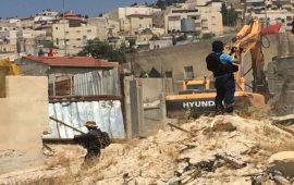 الاحتلال يهدم منشأة سكنية حديثة الإنشاء شمال القدس
