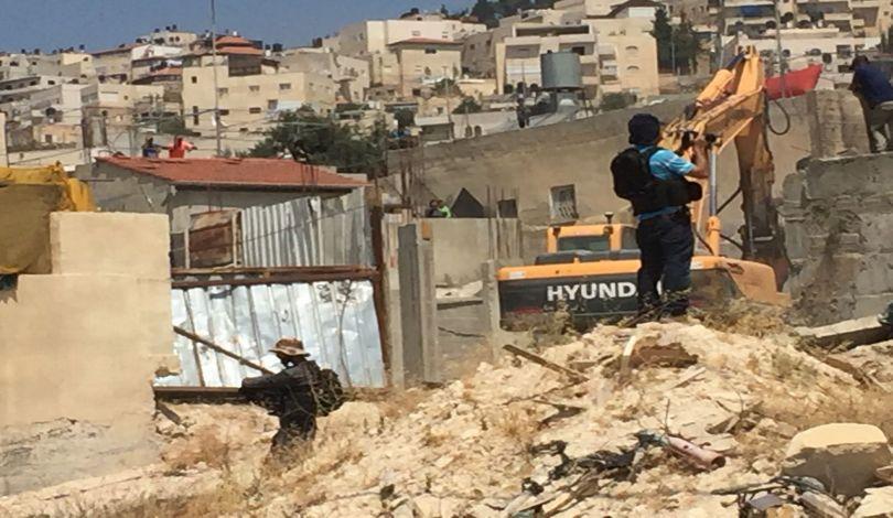 Photo of الاحتلال يهدم منشأة سكنية حديثة الإنشاء شمال القدس