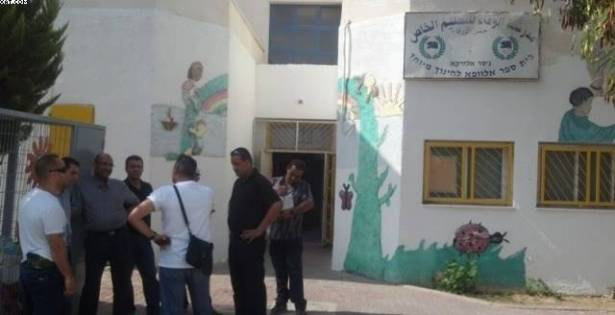 Photo of مشبهون يعتدون على مدرسة في جسر الزرقاء والأهالي يتذمرون