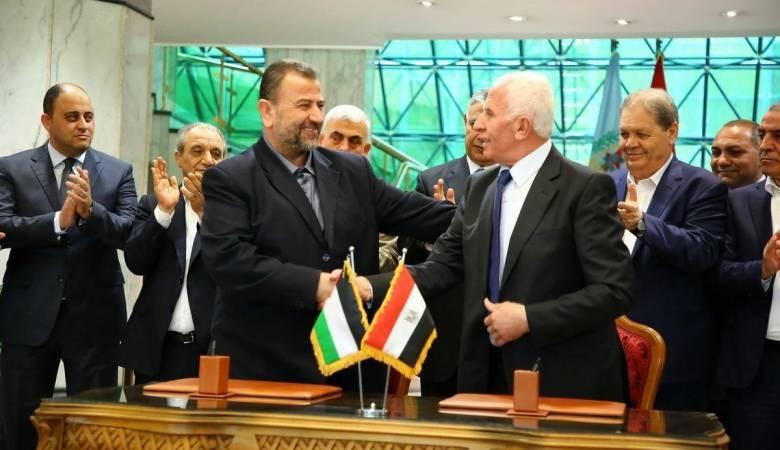 "Photo of صحيفة: مصر تعمل على ""جسر"" خلافات فتح مع موقف حماس عبر ""تعديلات نسبية"""