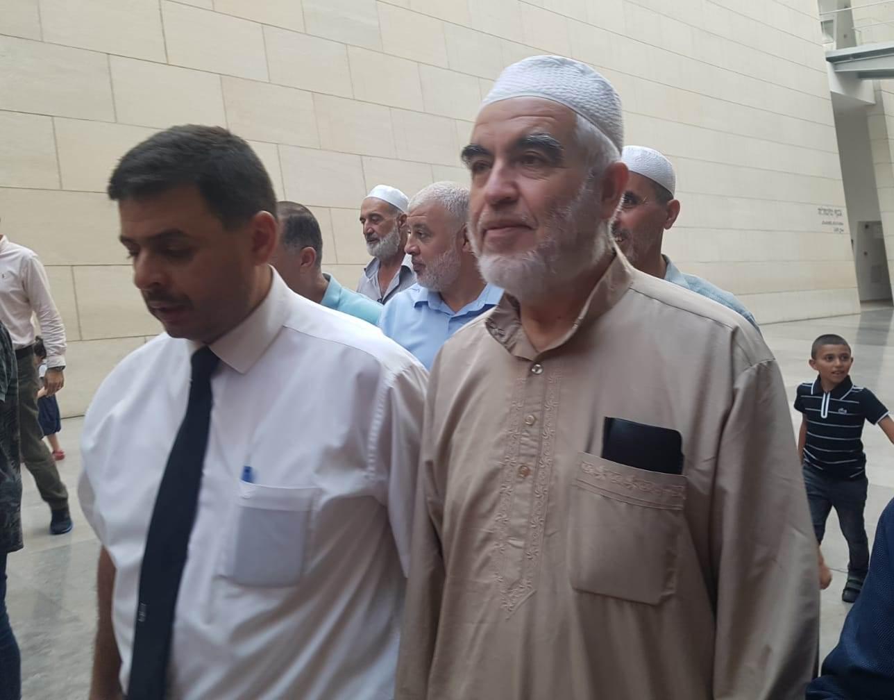 """Photo of """"الصلح"""" في حيفا ترفض زوجته وتسمح بإضافة 3 مرافقين للشيخ رائد صلاح !!"""
