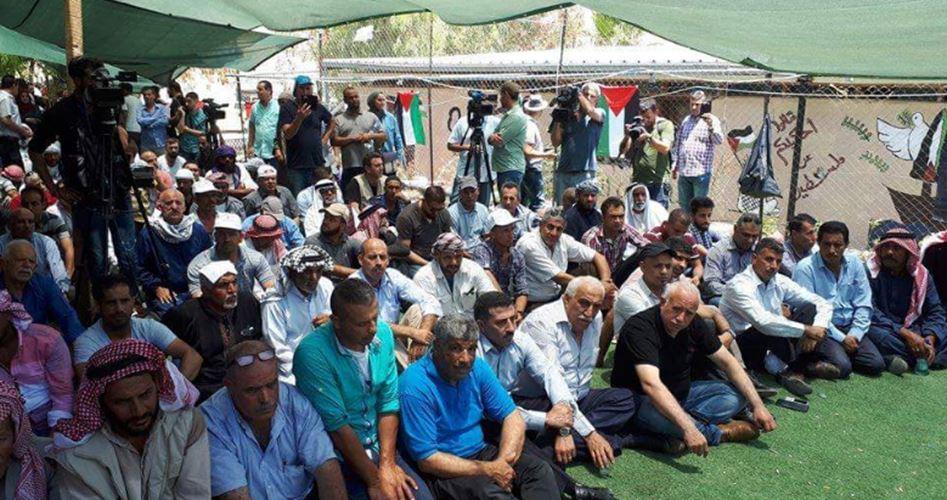 Photo of تواصل الاعتصام في الخان الأحمر لليوم الثالث عشر