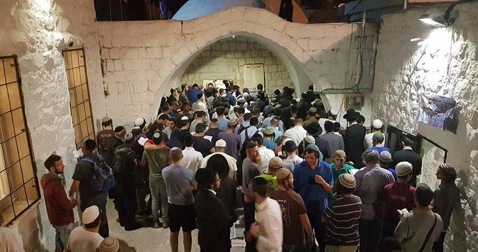 "Photo of مواجهات وإصابات..1450 مستوطنًا يقتحمون ""قبر يوسف"" شرق نابلس"