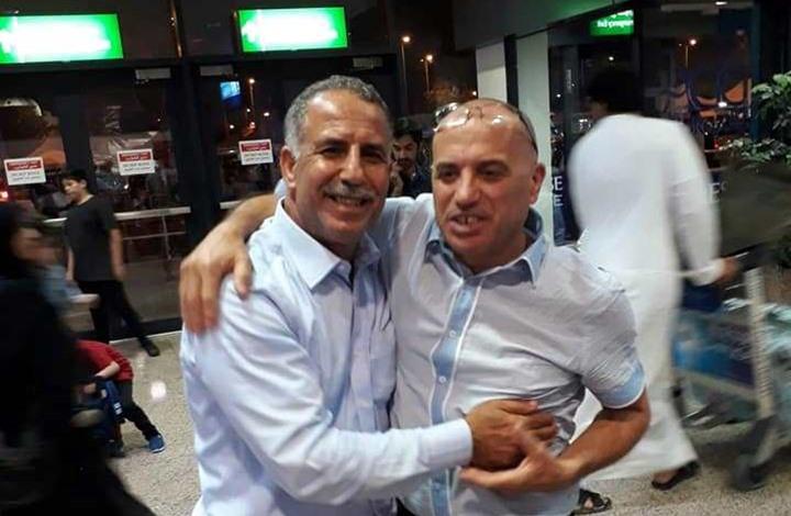 Photo of اللحظات الأولى للقاء شقيقين من غزة اجتمعا بعد 34 عاما (شاهد)