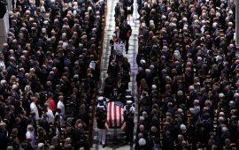 طعنات حادة ضد ترامب خلال جنازة ماكين