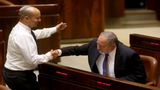 Photo of تبكير الانتخابات يصعّد السجال في معسكر اليمين الإسرائيلي