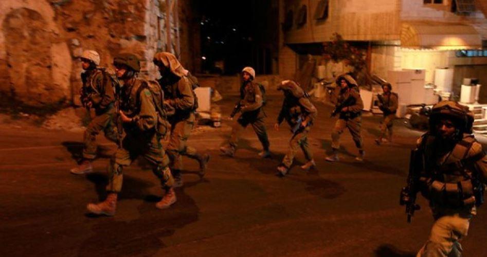 Photo of مداهمات واعتقالات في مناطق متفرقة بالضفة المحتلة