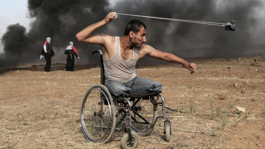 Photo of صورة مؤثرة لمُقعد فلسطيني تفوز بجائزة دولية