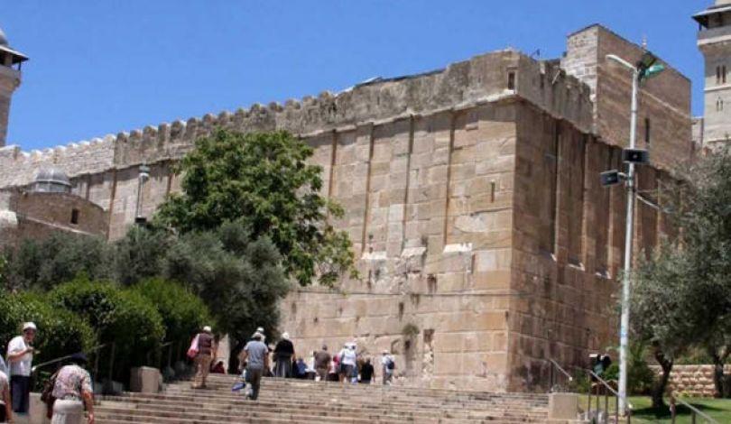 Photo of هيئة فلسطينية: إسرائيل تُصر على العبث بالمسجد الإبراهيمي وتشويه معالمه