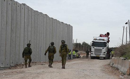 "Photo of إسرائيل تتوعّد ببناء جدار على الحدود اللبنانية بعد تدمير أنفاق ""حزب الله"""