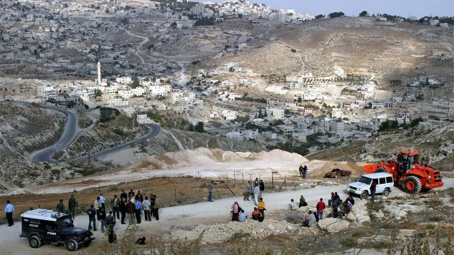 Photo of هدم منزل في جبل المكبر… اعتداءات على السكان