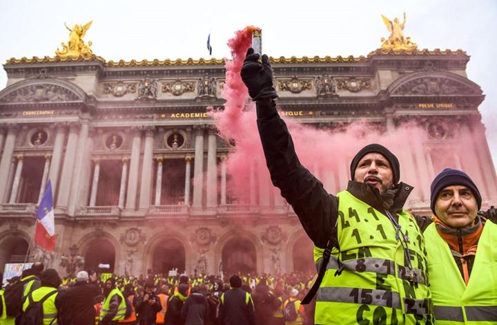Photo of اشتعال احتجاج السترات الصفراء بفرنسا واعتقال العشرات