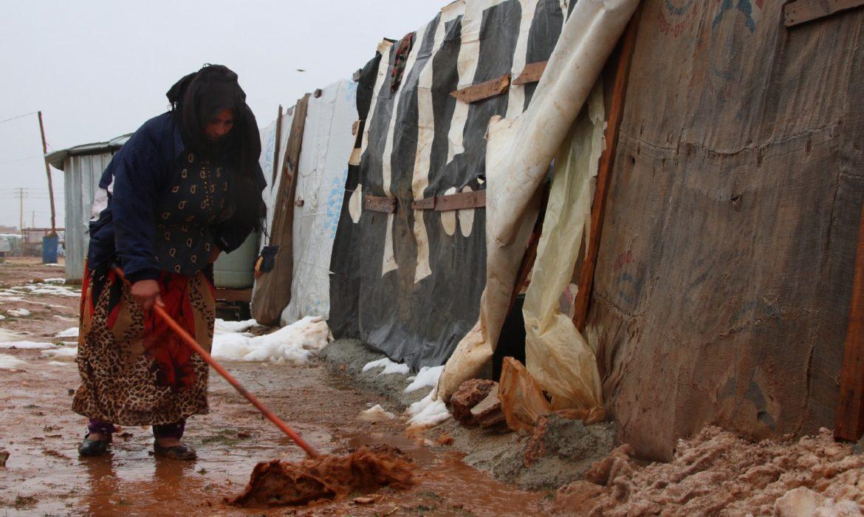 الأمطار تغرق اللاجئين السوريين في مخيمات لبنان