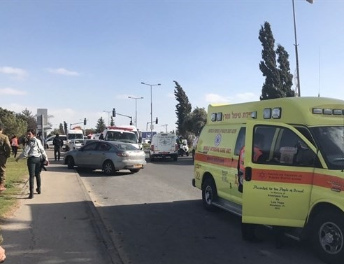 Photo of اصابة مستوطنة اثر عملية طعن في القدس
