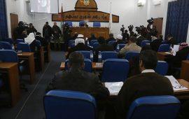 التشريعي يُقرُّ بالأغلبية نزع الأهلية السياسية عن محمود عباس