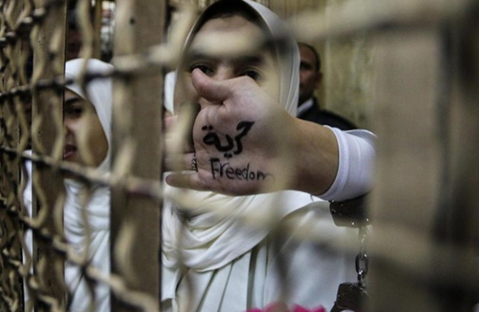 Photo of شهادات مفزعة عن مأساة المعتقلات السياسيات بسجون السيسي