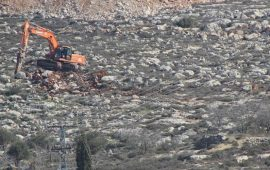 آليات الاحتلال تجرف أراضي فلسطينية في الخليل ونابلس