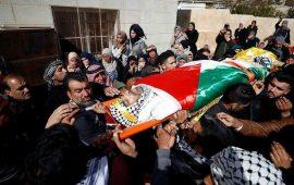 """الآلاف يشيعون جثمان الشهيد """"النعسان"""" بقرية المغير"""