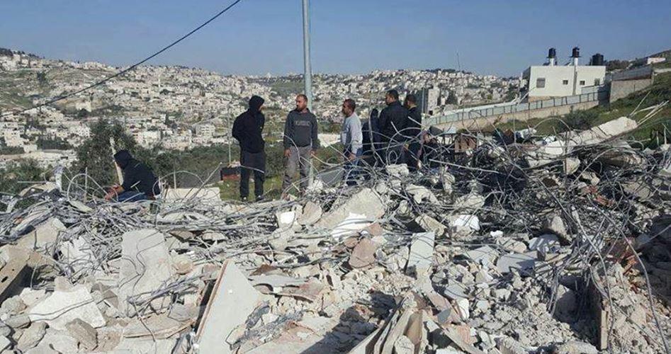 Photo of الاحتلال يهدم 3 منازل ومخزنًا بالقدس المحتلة