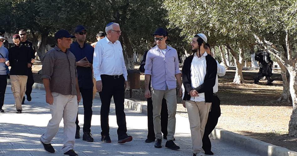 140 إسرائيليًّا يقتحمون باحات المسجد الأقصى