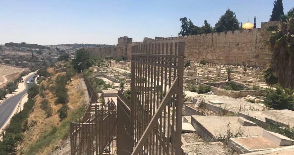 هيئة: إسرائيل تنتهك حرمة المقابر الإسلامية بالقدس