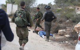 هكذا نكّل جنود الاحتلال بفلسطيني وابنه القاصر