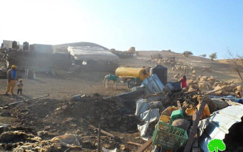 """Photo of الأغوار الفلسطينية.. معركة البقاء تحت """"الصفيح""""!!"""