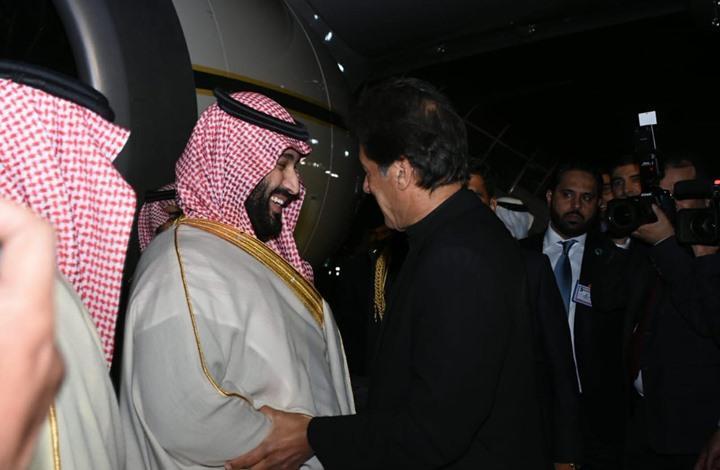 Photo of ابن سلمان يصل باكستان وعمران خان في استقباله