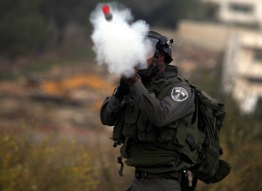 Photo of قنابل الغاز سلاح جديد لقتل الأطفال