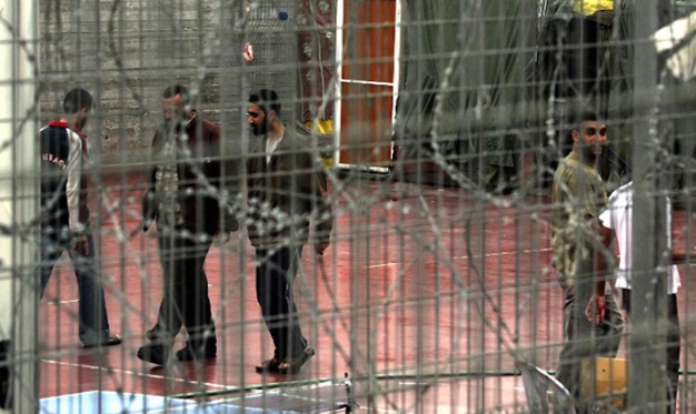 "Photo of أسرى ""عتصيون"" يرفضون الوجبات ردًّا على ظروف اعتقالهم"