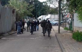 مستعينة بالكلاب البوليسية: الشرطة الإسرائيلية تداهم بيارة دكة في يافا وتنفذ حملة اعتقالات