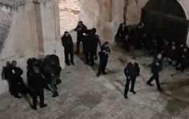 المسجد الأقصى: اعتقالات واصابات على إثر فض اعتصام باب الرحمة