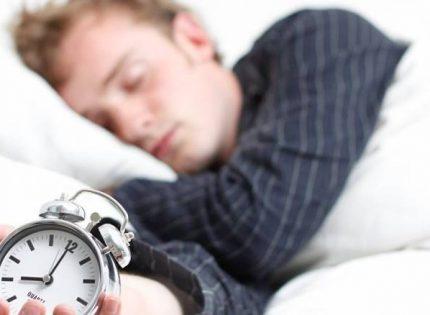 دراسة: انقطاع النفس أثناء النوم يهدد قلوب البالغين