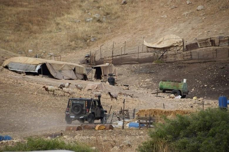 Photo of الاحتلال بخطر بطرد 50 عائلة من الأغوار