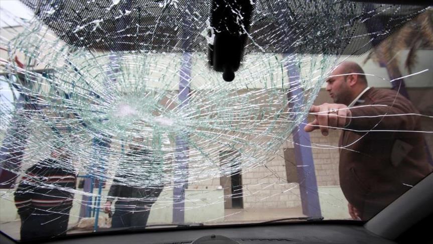 مستوطنون يرشقون مركبات فلسطينية بالحجارة بالضفة المحتلة
