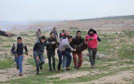32 إصابة بقمع الاحتلال متظاهرين بمسيرة العودة شرق غزة