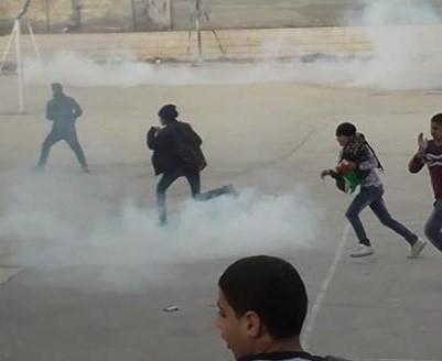 Photo of الاحتلال يقتحم مدرسة في الخليل وإصابات في صفوف الطلبة