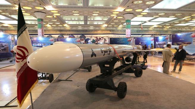 Photo of تهديدات ومناورات إيران: طمأنة للداخل أم استعداد للحرب؟