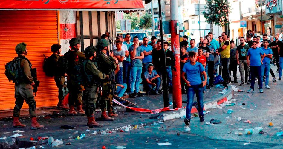 Photo of إصابة عشرات الطلبة بالاختناق في عوريف بمواجهات مع الاحتلال