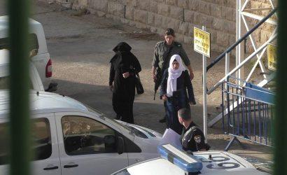 """بسبب منشور على """"الفيس بوك"""".. الاحتلال يعتقل فتاة قرب المسجد الإبراهيمي"""