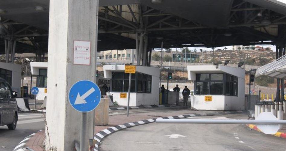 Photo of الاحتلال يغلق حاجز شعفاط في القدس وسط مواجهات