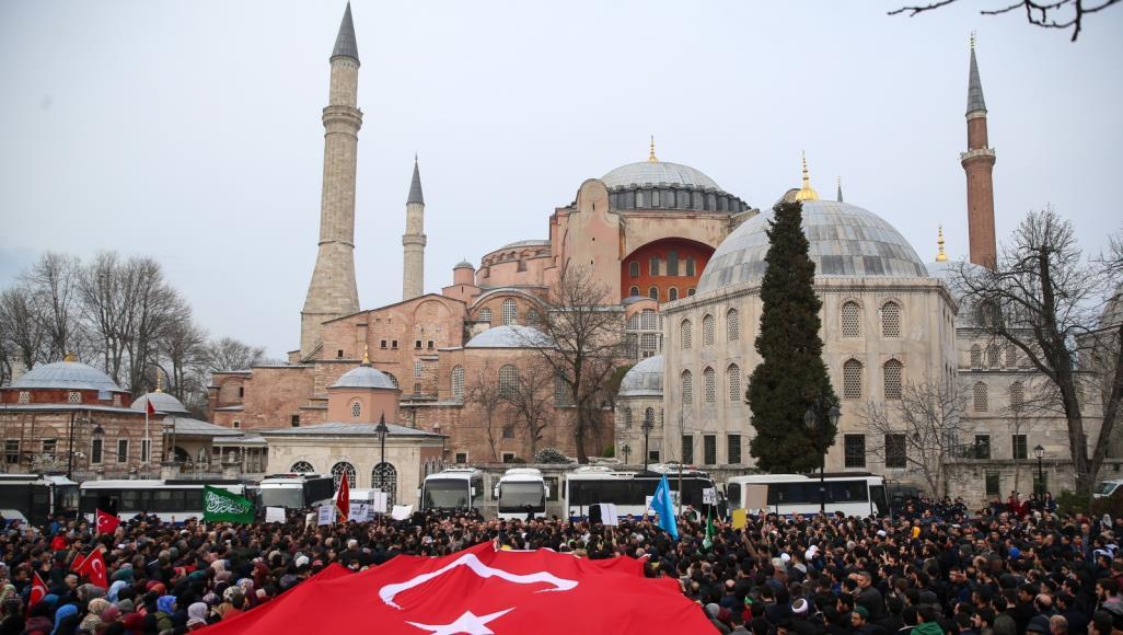آيا صوفيا .. رمزية الصراع بين المتحف والمسجد