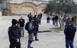 """الاحتلال يقتحم مصلى """"باب الرحمة"""" في الأقصى ويعتقل 6 نساء"""