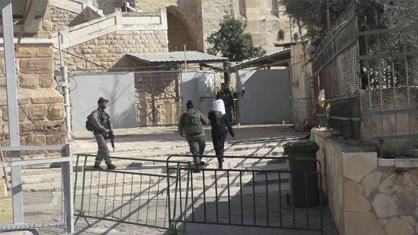 Photo of اعتقال فتاة قرب الحرم الإبراهيمي في الخليل