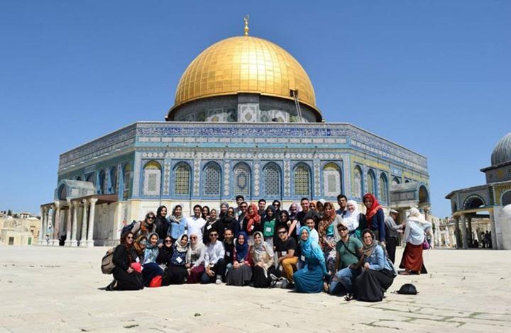 طلبة الطب بالقدس المحتلة يؤدون اليمين بالمسجد الأقصى