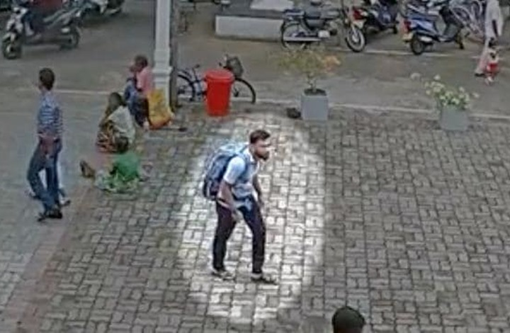 Photo of لقطات مصوّرة لدخول أحد انتحاريي سريلانكا إلى كنيسة