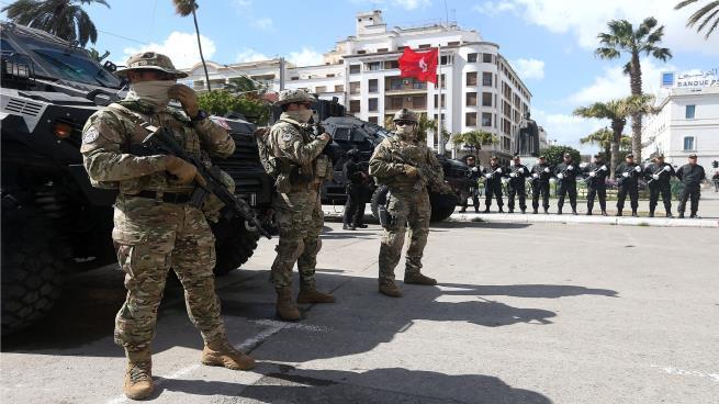 Photo of محاولة أخيرة لتشبث العسكر بالسلطة العربية