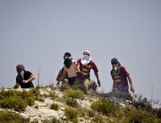 Photo of تبرئة 3 مستوطنين متهمين بتخريب ممتلكات فلسطينية