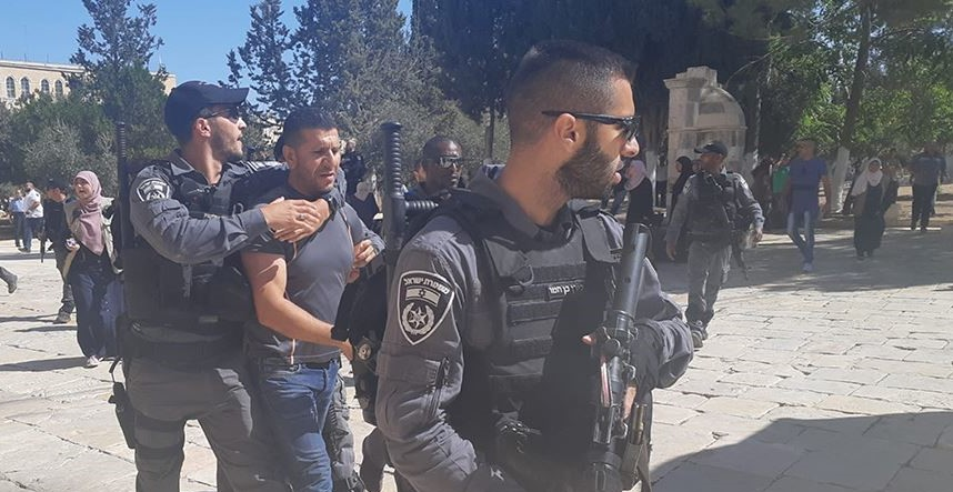 """Photo of """"الأوقاف"""" تستنكر إبعاد الاحتلال أكثر من 50 حارسا لفتحهم مصلى الرحمة"""